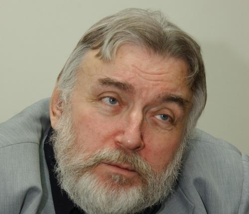 Deși a băut mai puțin decît prietenul său Fănuș Neagu, Adrian Păunescu pare să se care primu'