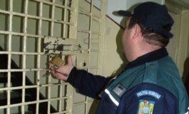 Polițiștii acuzați că au tîlhărit un traficant de țigări au fost puși în libertate