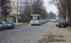 În sfîrșit se repară strada Traian. Pe jumătate!