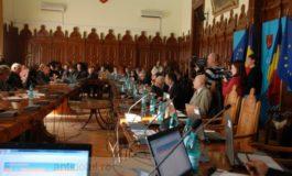 Consilierii locali își cumpără indulgențe cu bani de la buget