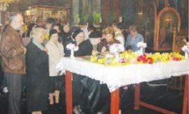 Obiceiuri cretin-ortodoxe: trecerea pe sub masă, în Vinerea Mare