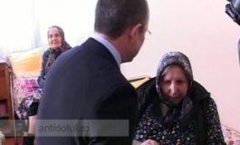 O bătrînă de la un azil a încercat să-l mituiască pe Emil Boc