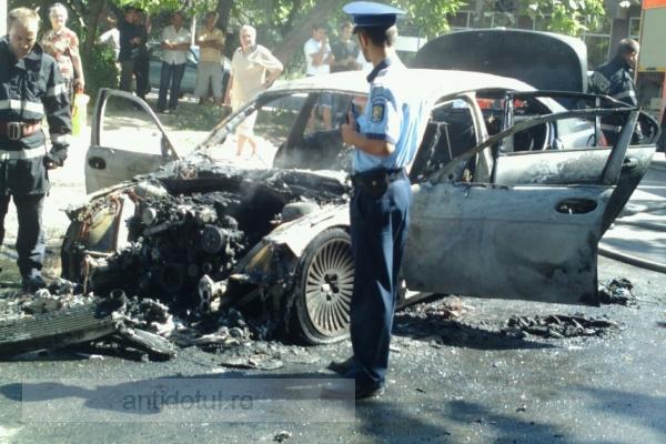 Un BMW X7 a ars ca prostu