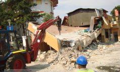 Cu buldozerul în pizzeria da-ISI (foto)