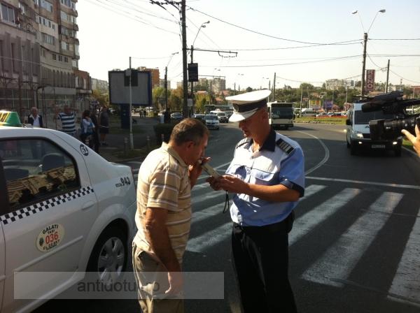 Doi gălățeni, călcați de un taxi Samatax pe trecerea de pietoni
