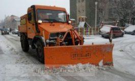 Iarna pe uliță - de Nicușor Ciumacenco