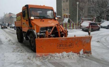 Iarna pe uliță – de Nicușor Ciumacenco