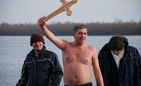 De ce sar proștii să prindă crucea, de Bobotează