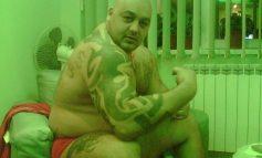 Neluțu Enache, ucigașul lui Marian Ivan, își umflă mușchii pe internet