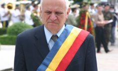 Pentru că a fost un primar cuminte, Nicolae va fi decorat de Băsescu