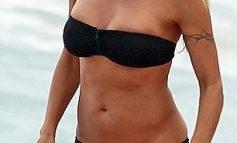 Pamela Anderson, în bikini la 44 de ani: s-a stafidit bunăciunea!