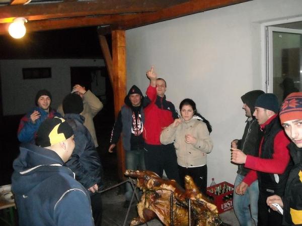 Păzea, cocalarii au descoperit porcul la proțap! (foto)