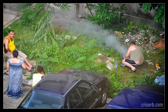 Se anunță +20 de grade în uichend: ies țăranii la grătare în fața blocului