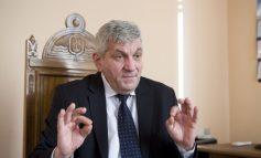 Fostul prefect Paul Florea și-a lipit fata de un salariu de 40 de milioane de lei