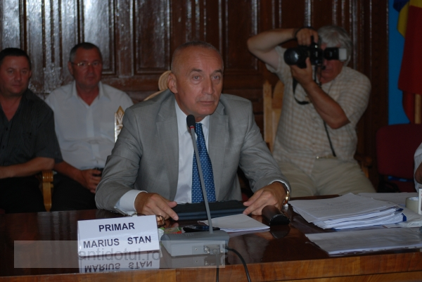 Unicom a epurat 23 de milioane de lei vechi de la Primăria lui Nicolae (video)