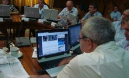 Consilierul Emil Țuicu, prins în Feisbucile goale în timpul ședinței CJ (foto)