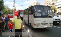Un moș și-a spart capul în autobuzul 34 după ce șoferul a frînat brusc (foto)