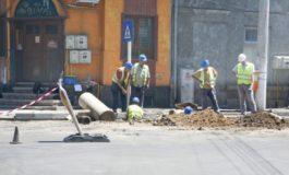 Mîine se asfaltează strada Nicolae Bălcescu. Doar pe jumătate