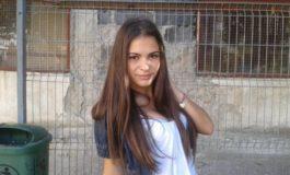 O elevă proastă din Brăila a fost bătută și umilită de o colegă și mai proastă (video)