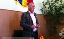 În halul ăsta a ajuns Marius Stan, să-și țină conferințele de presă în picioare