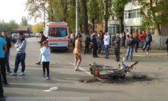 Bătrîn spulberat cu tot cu scuter, în fața Liceului Gheorghe Asachi (foto)