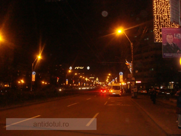 Primarul Stan a pus instalații luminoase doar în centrul Galațiului