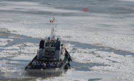 Spărgătorul de gheață Grivei face opturi pe Dunărea înghețată