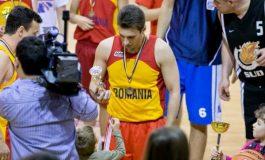 Orice papagal ca Mircea Badea a ajuns să joace cu România pe piept