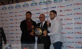 Marius Stan s-a pozat cu boxerii care vor patina la Gala de box (video)