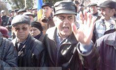 Video cu pensionari nervoși înjurîndu-l pe primarul Marius Stan