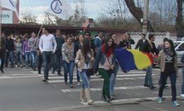 În sfîrșit, un protest deștept: studenții din Galați au confiscat o trecere de pietoni