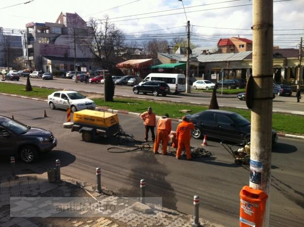 Ce ne mai place să cîrpim canalizări pe străzile proaspăt asfaltate