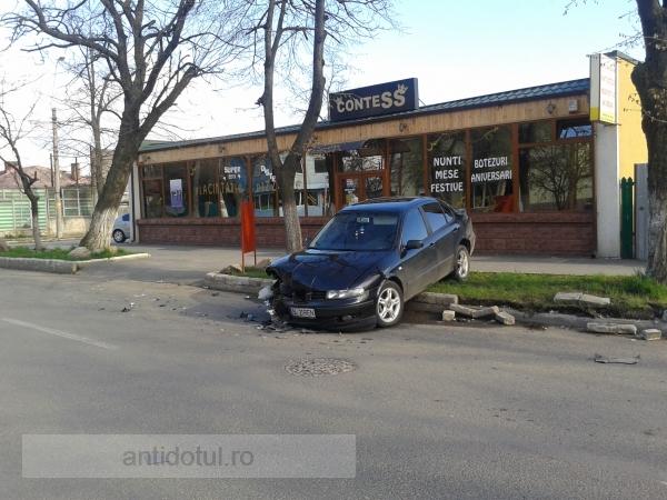 După accident, GL 21 REN a vrut să fugă, dar a rămas captiv pe bordură