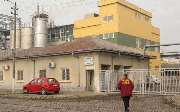 Garda de mediu bănuită că ar fi mînă-n mînă cu poluatorii de la fabrica de ulei Prutul