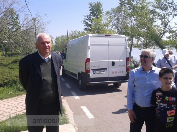 Video cu fostul primar Dumitru Nicolae vorbind de sus, la Festivalul Scrumbiei