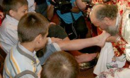 De ce de fiecare dată, în Joia Mare, Casian spală doar copii orfani pe picioare?