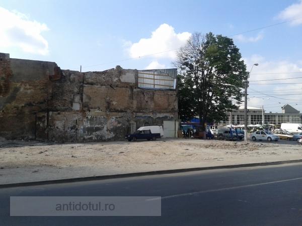Țiganii au făcut teren viran din locul unde se afla o clădire cu două etaje (foto)