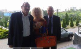 """Gogoncea, Mocanu și o blondă, citez, """"cu geantă Hermes de 9.000 de euro"""" (foto)"""