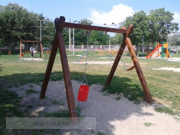 Niște nesimțiți! Parcul Rizer a fost distrus, la o săptămînă de la inaugurare (foto)