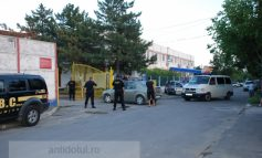 Scandal la Oțelul: suporterii au forțat intrarea în Stadion și au spart cîteva geamuri