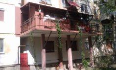 Fabricat în Galați: cum să îți faci terasă în balconul ridicat ilegal (foto)