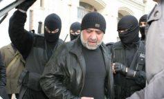 Dacă va vorbi, pe cine va înfunda Omar Hayssam? Exclus Băsescu