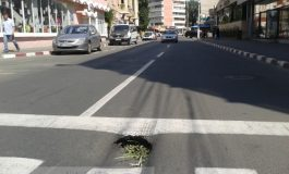 Str. Bălcescu - încă o arteră renovată anul trecut care se scufundă (foto)