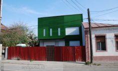 Pîslaru și-a decorat vila în verde de Roșia Montană