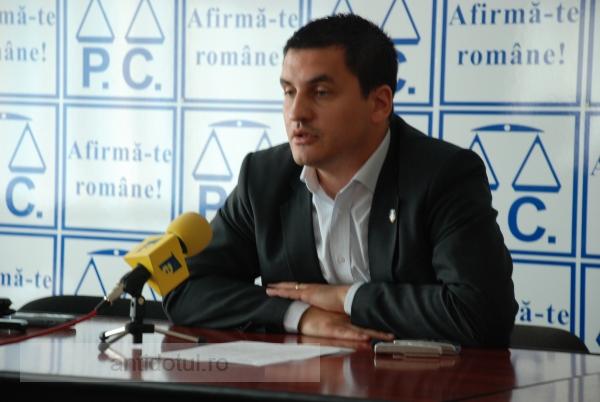 Directorul Eduard Grosu, patronul spiritual al bișnițarilor de la patinoar