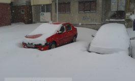 Eu să dau zăpada din jurul mașinii mele? Mă doare-n cot!