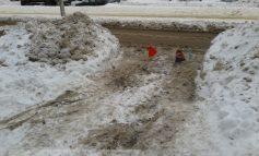Jungla Galați: locuri de parcare publice blocate cu sîrme și navete (foto)