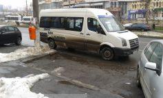 Șofer de maxi-taxi nesimțit în trafic (foto)