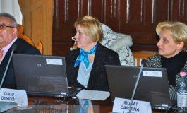 De ce femeile nu vorbesc niciodată în Consiliul Local?