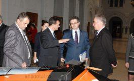Ministrul Mihnea Costoiu, plimbat de rectorul Iulian Bîrsan cu Cahulobuzul